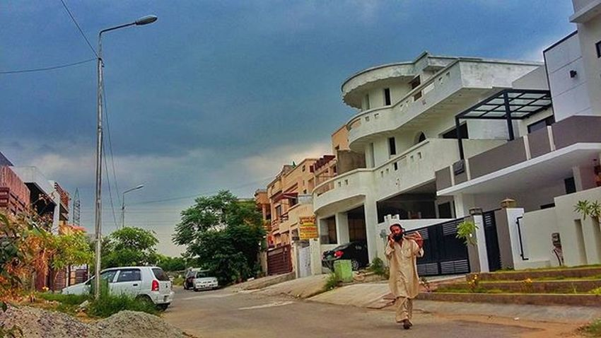 Looks like rain, by it hasn't... Islamabad Pakistan Street Streetphotography Photooftheday Photographerslifeforme Aimanadeel Walking Cloudscape Instamoment Instagood Stormy Nofilter