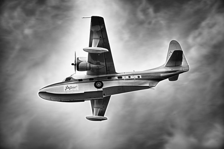 Float Plane Flying High Seaplane Aviation Aviationphotography Flight Flight ✈ Flying Grumman Mallard Propellor Radial Radial Engine Undercarriage Wheels