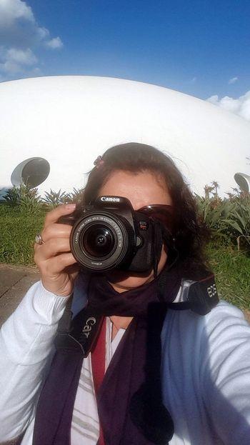 #Ibirapuera #São Paulo #diafeliz #fotografia #artederecordar #happyday #photography #artofremembering Photography Themes SLR Camera Camera - Photographic Equipment Technology Photographing Young Women Women Digital Single-lens Reflex Camera Portrait Holding