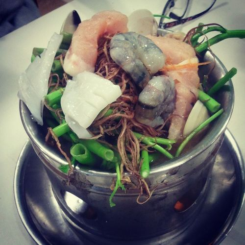 Tomyum hotpot with unnie :x Yummy Mylove Dinner