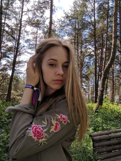 Beautiful Woman Beauty In Nature Close-up Day Front View Leisure Activity Lifestyles Long Hair Looking At Camera Nature One Person Outdoors Portrait Real People Standing Tree Young Adult Young Women
