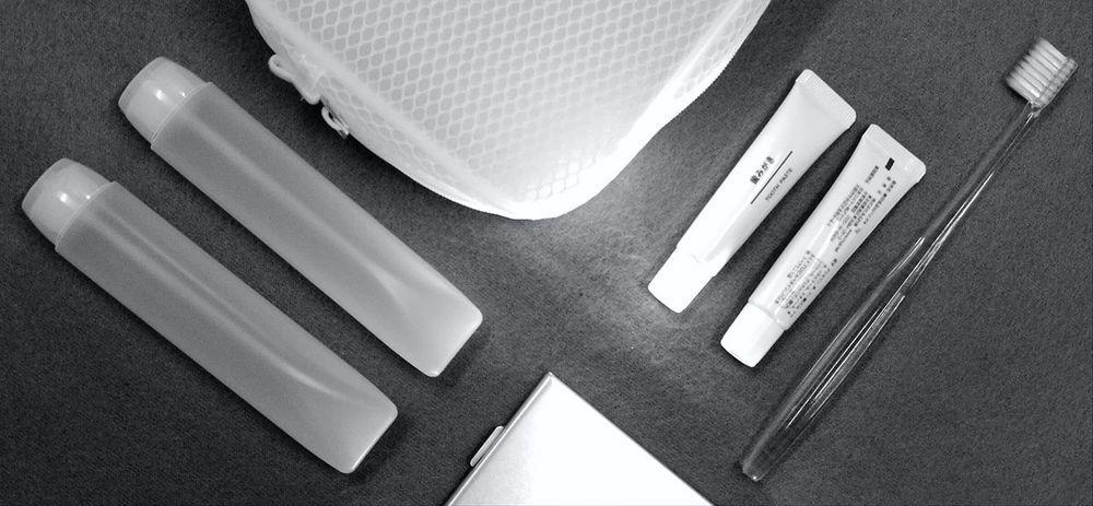 Close-up No People Travel Kit Muji Black & White Toothbrush Toothpaste Pocket  Mirror