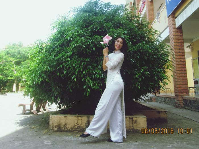 I'm Vietnam girl. This is Aodai , a traditional dress of Vietnam. I like Aodai. Aodai AoDaiVietnam Vietnamesegirl Traditional Dress White Dress Shorthair MySchool School Girl Happiness