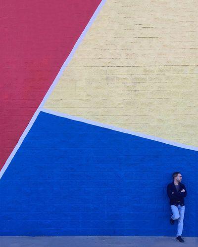 Ti aspetterò io sarò qui se tornerai, e poi sarai davanti a tutto tu, combatterò, per dirti che io credo in noi 🎶 ( Paolo Meneguzzi ) . 📕📕📕📒📒 📕📕📒📒📒 📕📘📘📒📒 📘📘📘📘📒 📘📘📘📘🚶🏻 Myemojisreality Eyeemspain Toni_laoshi Hello World Enjoying Life València Colors Instagramer Colorful Wallsandpeople Strongramer