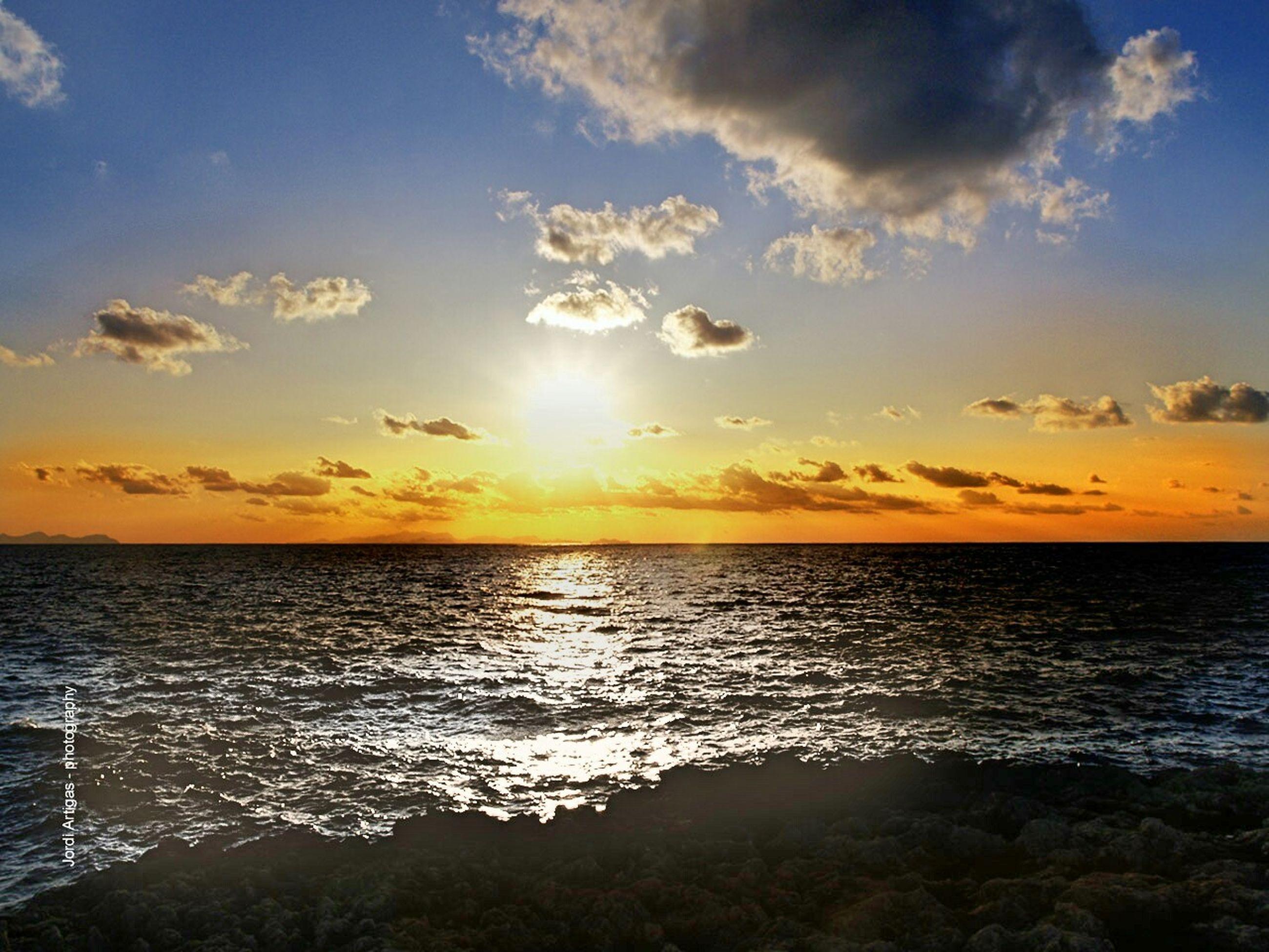 sea, horizon over water, water, sunset, scenics, sky, tranquil scene, sun, beauty in nature, tranquility, cloud - sky, idyllic, reflection, nature, sunlight, cloud, sunbeam, orange color, seascape, waterfront
