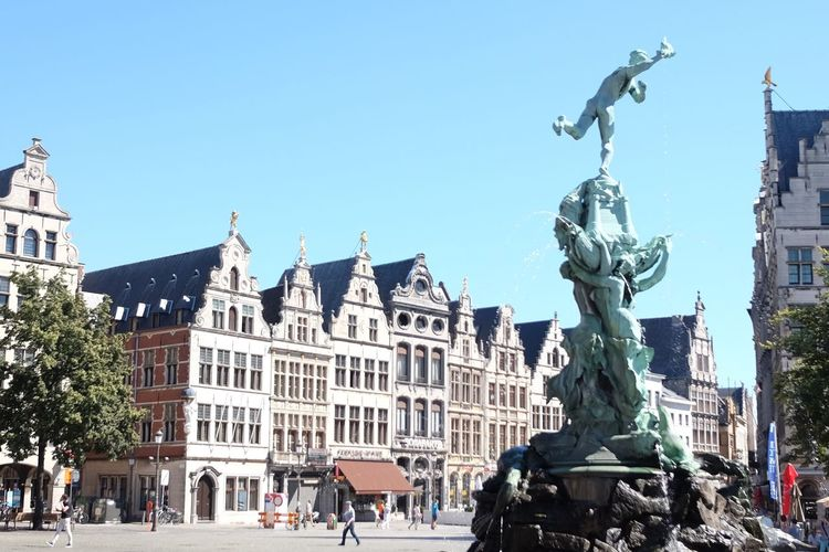 Grote Markt Antwerp Antwerpen Antwerp Belgium Brabo Sculpture Landmark Statue Old Statue Architecture Old Houses Square Tourism Touristic Destination Tourist Destination Tourisme Cityscape Cityscape Photography