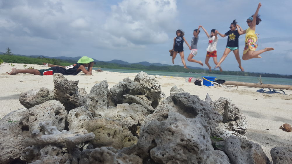 Beach Enjoyment Excitement Friends Friendship Full Length Fun Group Of People Jumping Leisure Activity Lifestyles Live For The Story Mid-air Real People Sea Sky Summer Summertime Togetherness Travel Travel Destinations Vacations Vacations Water Women Sommergefühle Connected By Travel