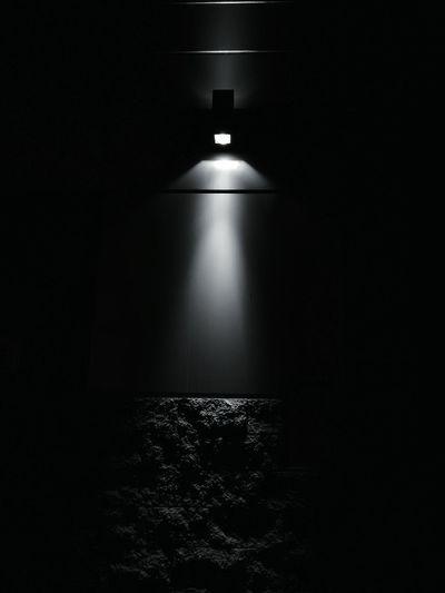 Shine in the night First Eyeem Photo Dark Light Light And Shadow Wall Night Shadows Black And White B&w Street Photography