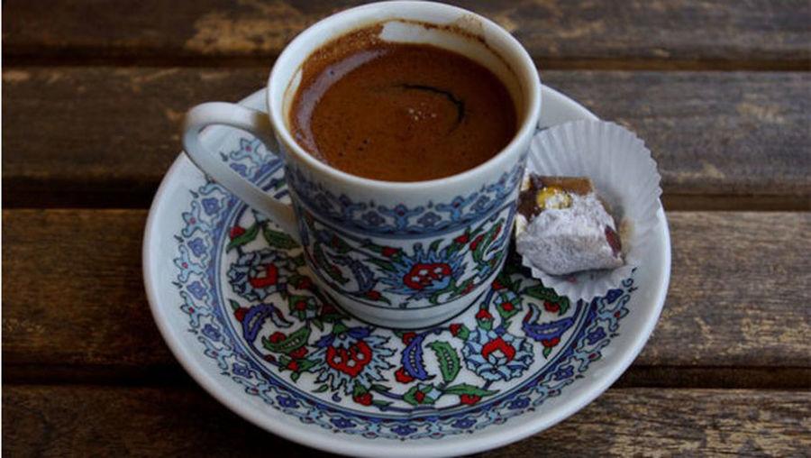 Piyerloti de türk kahvesi örttü
