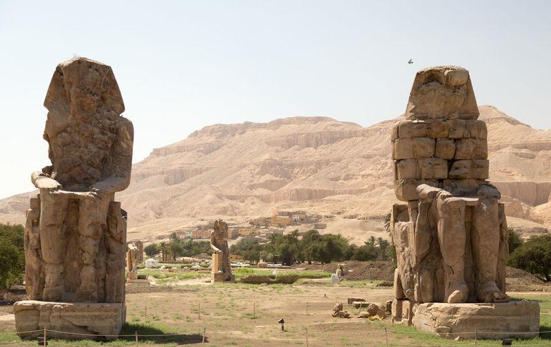 Egypt Egyptian El-Colossat Historic Memnonkolosse Mountain Old Statue Stone - Object Stone Material Traveling