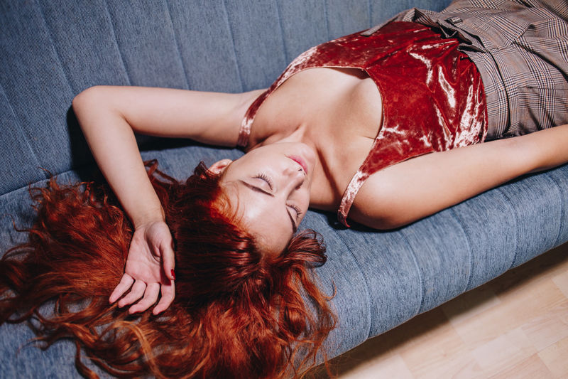 Lying Down One Woman Only Young Adult Young Women Beauty Beautiful Woman Beautiful People Portrait Indoors  Conceptual Photography  Portrait Photography EyeEm Best Edits Visual Inspiration Close-up Freshness Portrait Of A Woman EyeEm Best Shots Master_shots Girl EyeEm Masterclass EyeEmNewHere Masterclass Detail Woman Of EyeEm Tranquility