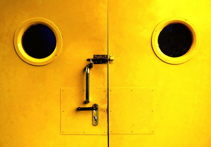 Yellow Door Architecture Break The Mold Puerta Cara Amarillo Puertas Y Ventanas Puertas De Metal Puertas Ojos Negros Ojos Ojos Grandes Eyes Watching You Eyes The Architect - 2017 EyeEm Awards Out Of The Box Paint The Town Yellow