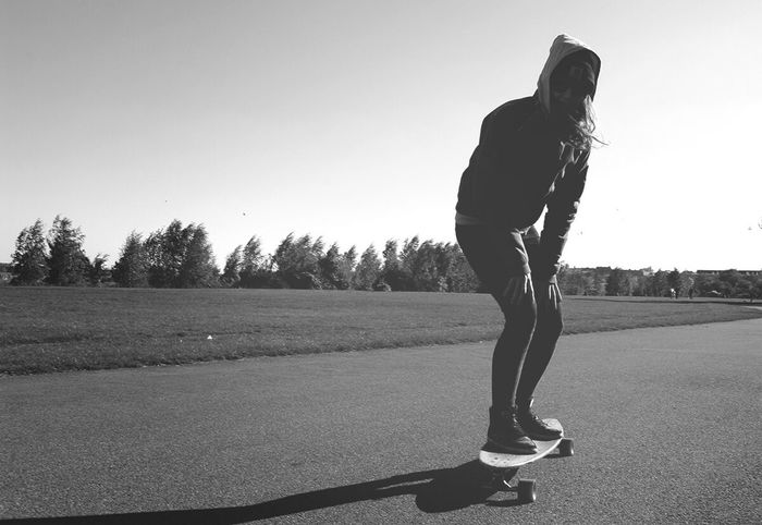 Keep rollin' rollin' rollin' 🎤🎧🎶 Black And White Photography Enjoying Life Black & White Hanging Out Iseemusic Longboarding Tempelhofer Feld Monocrome