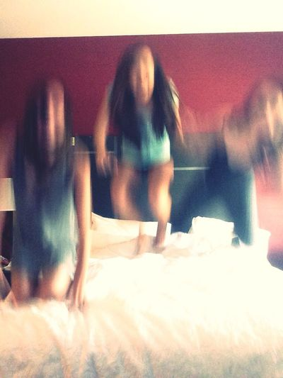 Showing Imperfection Jumping Jumpingonthebed 3amigas Friends