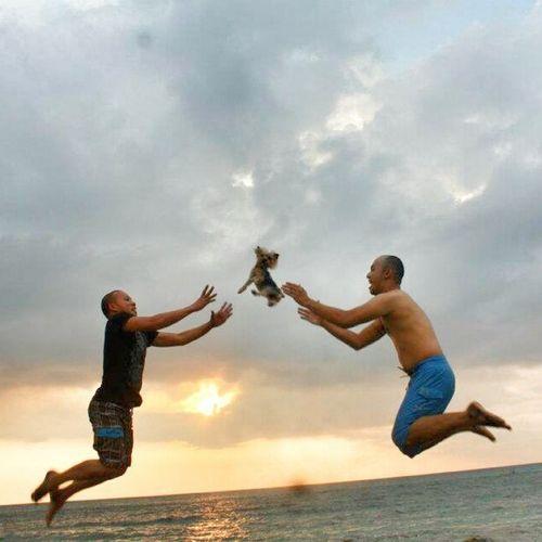 Nag trip ang dalawang bokal hahaha Beach Sunset