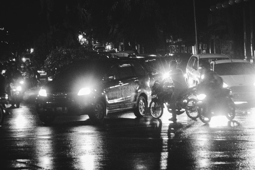 Chaos Transportation Night Illuminated Street Semarang Real People Adult Blackandwhite Journalism Monochrome Indonesia_photography Indonesia Street Photography Streetphotography Streetphoto_bw