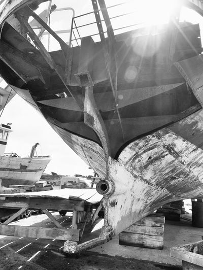 Bateau Blackandwhite Harbour Ship Black & White Sunny Cimetière. Peche Day Built Structure Outdoors Construction Site Transportation Sunlight No People Architecture Girder Close-up Sky Metal Industry