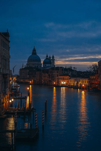 Grand canal in city at dusk