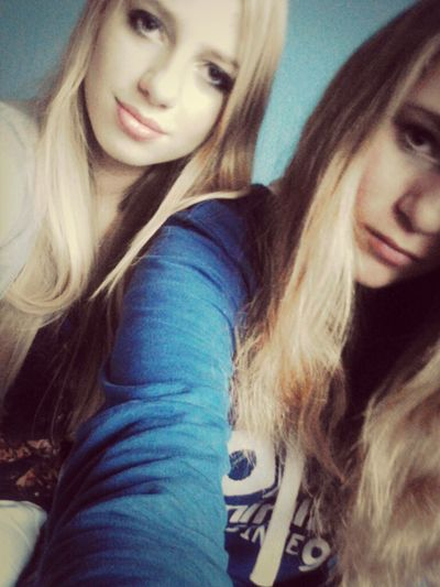 Hanging Out Friend Lovee Chillingss