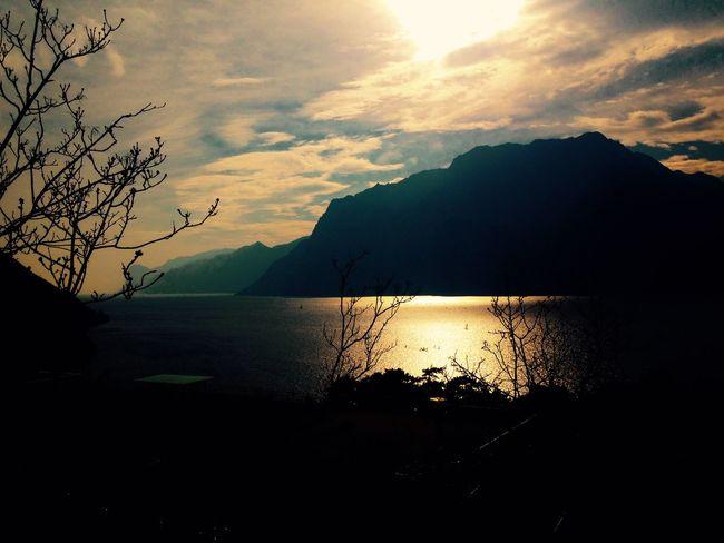 Hello World Relaxing Lake View Gardasee Sky Lago Di Garda Garda Lake Lake Sunset World