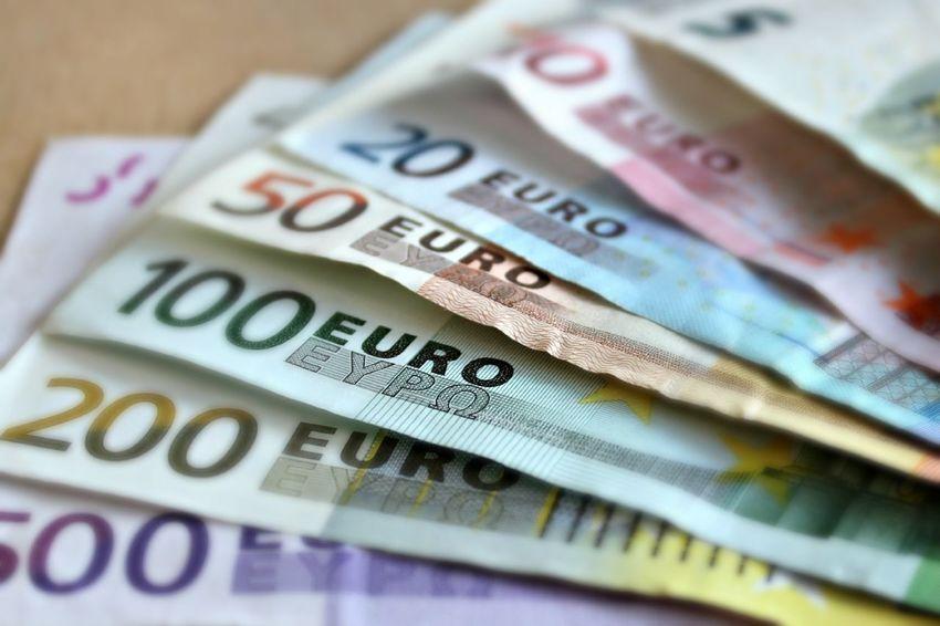 Euro bills on a table. 10 Euro 100 Euro 20 Euros 200 Euro 50 Euro 500 Euro Currency Euro 2016 Euro Noten Euro Notes Europe European Currency Finance Money Paper Currency Paper Money Papiergeld