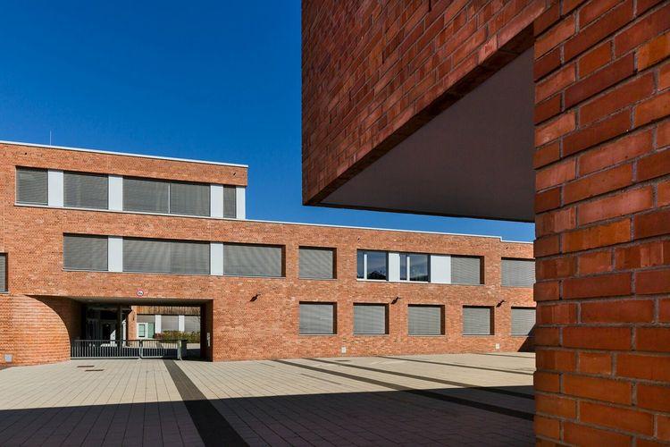 Schule, Frankfurt, School Building, The Architect - 2015 EyeEm Awards Architecture Simplicity Urban Geometry Geometric Shapes School Light And Shadow Frankfurt Am Main