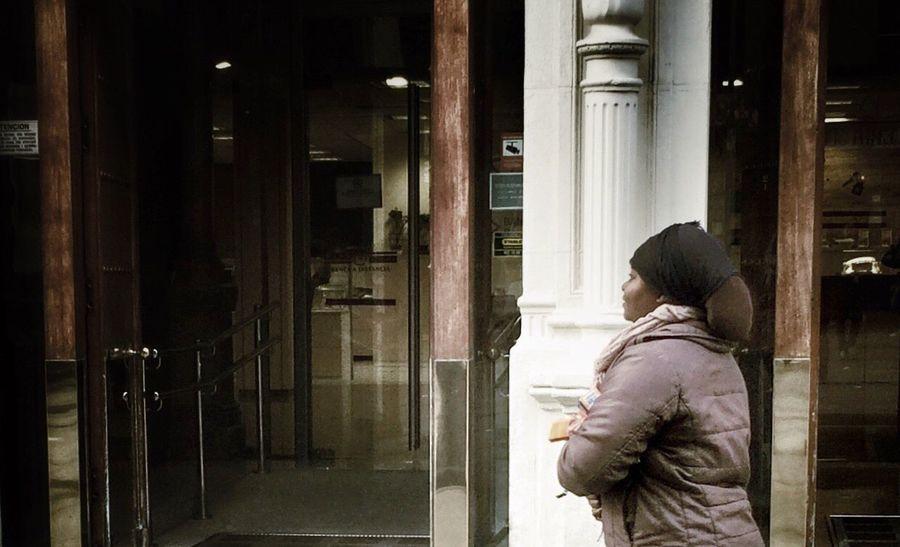 La vendedora de pañuelos Emotions Portrait Streetphotography EyeEm Best Edits AMPt_community EyeEm Best Shots
