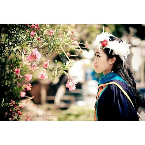 I love to look at my picture, it like you feel that moment again. Graduation Graduate Graduationceremony Congratulaionme Pannie Panny MadamPan Friday Fridaynight RamkhumhaengUniversity BKK Thailand