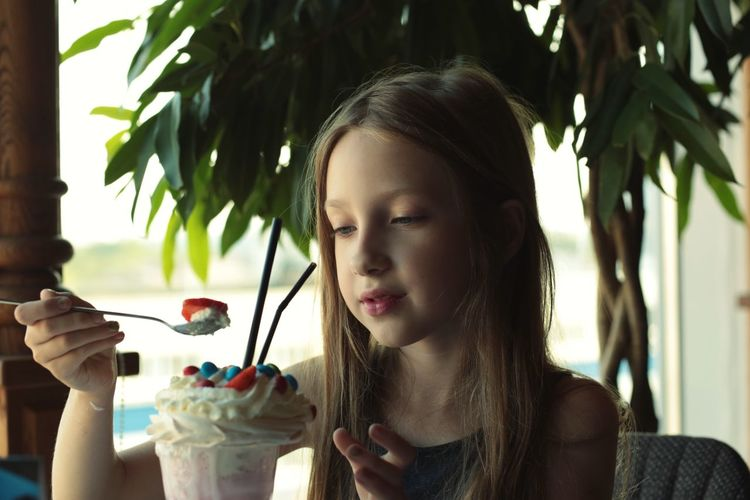 Milkshake Sweet Food Candy Headshot Real People Leisure Activity Portrait One Person Lifestyles Food And Drink Food