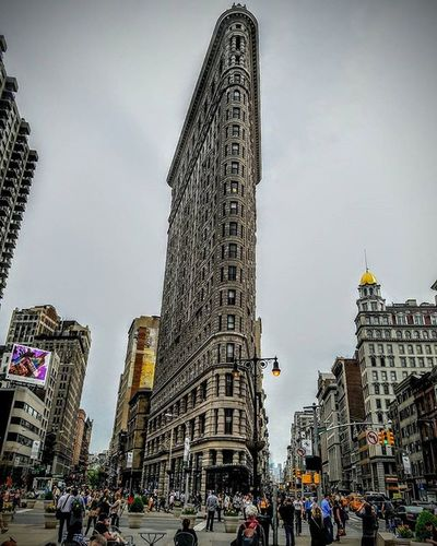 Photo by @epok_artography The Flat Iron building built 1902 was one of the tallest skyscrapers in NYC @ 20 Floors high. It Divides Broadway & 5th Ave on 23rd Street Flatiron Flatironbuilding Skyscraper Nyphotography Manhattan NYC Newyork Photography Landmark