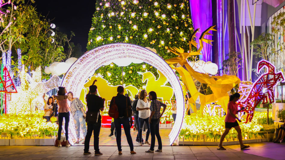 Celebration Holiday New Year Around The World New Year X-Mas Tree X-mas X-mas Time X-mas Decoration Celebration Event Cristmas Cristmas Around The World Cristmas Decoration Cristmas Light Cristmas Tradition Cristmas Tree Cristmastime Enjoyment Holiday - Event Large Group Of People Christmas Lights Christmas Decoration Togetherness Christmas Ornament