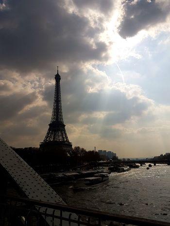 Hello France ! Paris France Eiffel_tower  Laseine Fleuve March Sun Cloud Beautiful History Tourist Attraction  Travel Photography