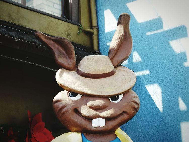Art And Craft No People Close-up Day Statue Escultura Rabbit Coelho Mafia  Mafioso Funny Gramado, Brazil Gramado/RS