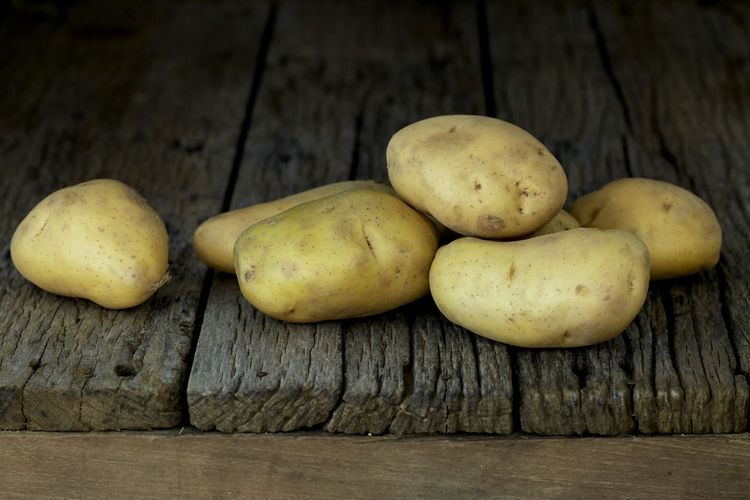Potato Wooden Fresh Potatoes Background Table Old Food Raw Nutrition Wood Harvest Healthy Vegetable Organic Agriculture Rustic Brown Pile Ingredient Root Vegetarian Natural Farm Top View Group Heap Sack Diet Produce Many Yellow Cooking Dark Rural Uncooked Burlap Tuber Dirty Food And Drink Healthy Eating Freshness Wood - Material Wellbeing Raw Potato No People Close-up Still Life Raw Food Group Of Objects Indoors  High Angle View Ripe