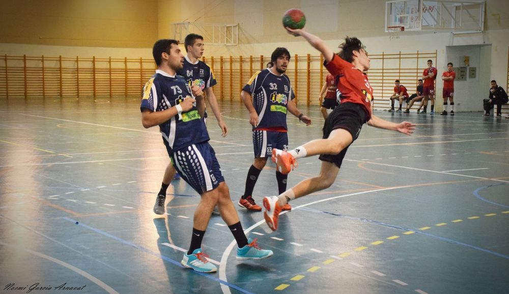 Women Handball Is My Life Handball EyeEm Selects Fotografie Fotography Exercising Competitive Sport Competition Adults Only Sports Clothing Athlete Gym Challenge Basketball Player Sportsman People Basketball - Sport Full Length Young Adult Indoors  Sport Sports Team Court Playing Adult