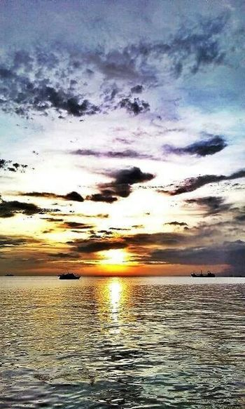 Lovely sight to behold ... Epicsunset Itsmorefuninthephilippines Sunset_collection Sundown Eyeem Philippines How's The Weather Today? Sunsets