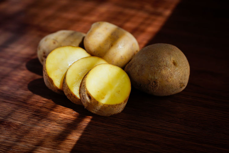potato Potato Potatoes Raw Food Raw Potato Photography Foodphotography Fruit Snack Appetizer Table Close-up Food And Drink Pistachio Macaroon Cutting Board Root Vegetable