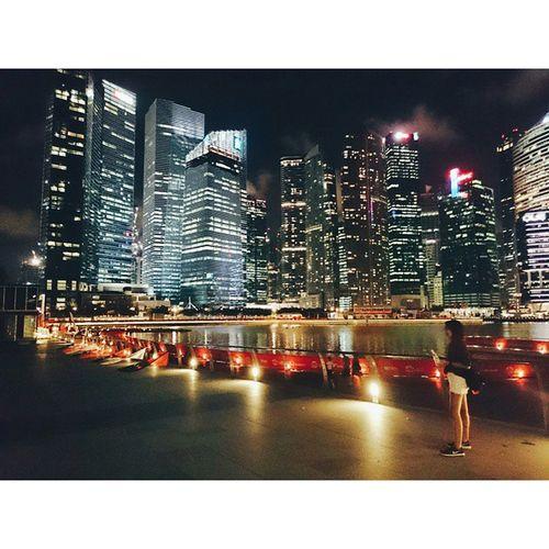 🌛 ⚫ At Night . . . . . Traveling Traval Traveler Journal Journey VSCO Vscoaddict Vscocam Vscotravel Art Sky Staystrong Singapore Singaporetrip Singaporetravel Relaxtime Relax Art Night Backpack_singapore Marinabaysands Marinabay