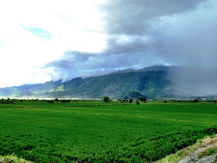 花蓮真是好山好水啊! Mountains Rain Clouds And Sky