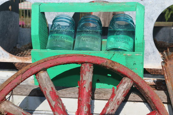 Country Life Wagon Wheel Canning Jars Water Wood - Material Close-up