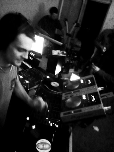 Selectah David on the Wheels Of Steel. Rewind![<<] meets Beetroot Radio Pt. II. Thanks for having me guys, it was awesome! Feel free to download the mix somewhere @ http://rewind-radio.blogspot.de/2013/09/rewind-meets-beetroot-radio-part-ii.html Turntablism