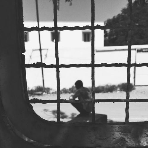 IPhone Iphoneonly Iphonography Shotoniphone6splus IPS2016People Blackandwhite Blackandwhite Photography People Perspective My Point Of View Peoplephotography Streetphotography Man lost into his own world.