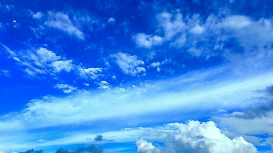 Photo of the day 😍😍 Hanging Out Taking Photos Relaxing Hello World Enjoying Life Auph's Graphy 17 June 2016 Maldives Sunny Side Of Life Blue Sky Clouds And Sky Beautiful Clouds Nature Nature Photography