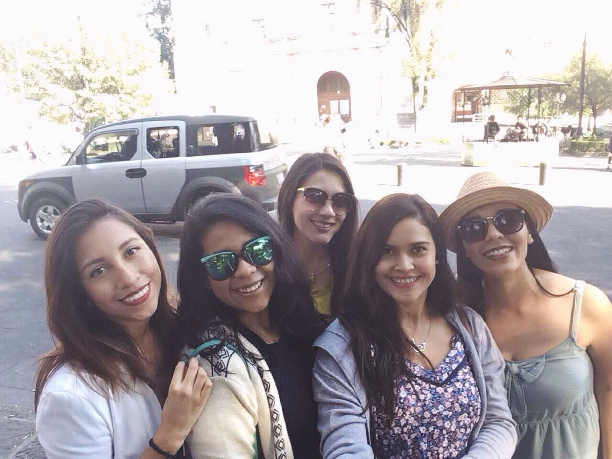 friendship, young adult, sunglasses, smiling, looking at camera, young women, portrait, carefree, cheerful, travel, women, enjoyment, outdoors, city, happiness, adult, lifestyles, car, people, togetherness, student, group of people, adults only, day, sky