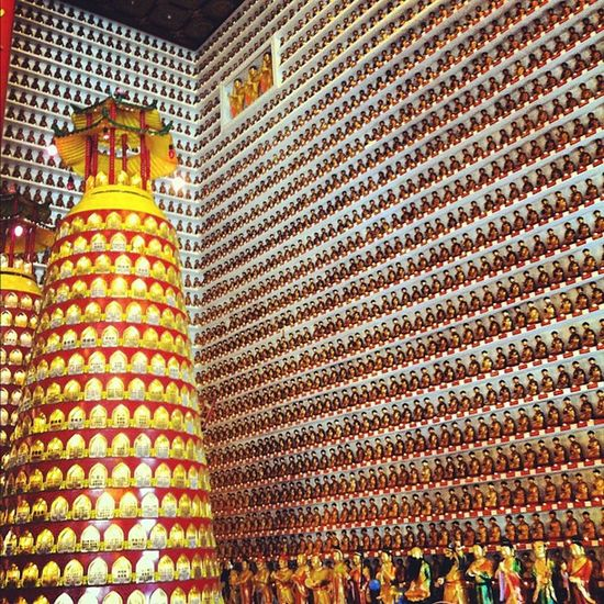 10000 buddhas in a room