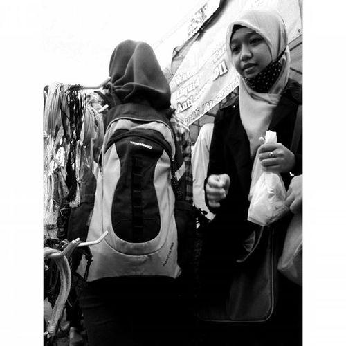 """ Mungkin ini cocok untuknya "" Ekspresi dalam Ceritapagi Pasar Sunmor UGM Yogyakarta INDONESIA Indah Thebeautyofindonesia Trip to Jogja Istimewa Lenovotography Blackandwhite Pocketphotography Photostory Lzybstrd Journey"