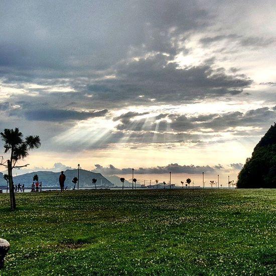 Tarde en el Puerto viejo de Algorta Paisaje Costa Puertoviejo Algorta bizkaia euskadi nubes rayosdesol