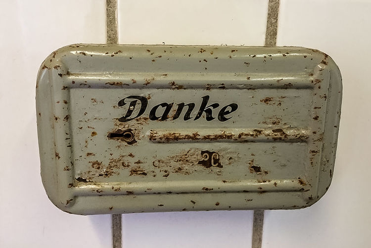 -- Thank You -- Close-up Danke  Danke Für Nix Danke Schön German Language Metal Box Oldschool Retro Sign Sign Signboard Signboards Signs
