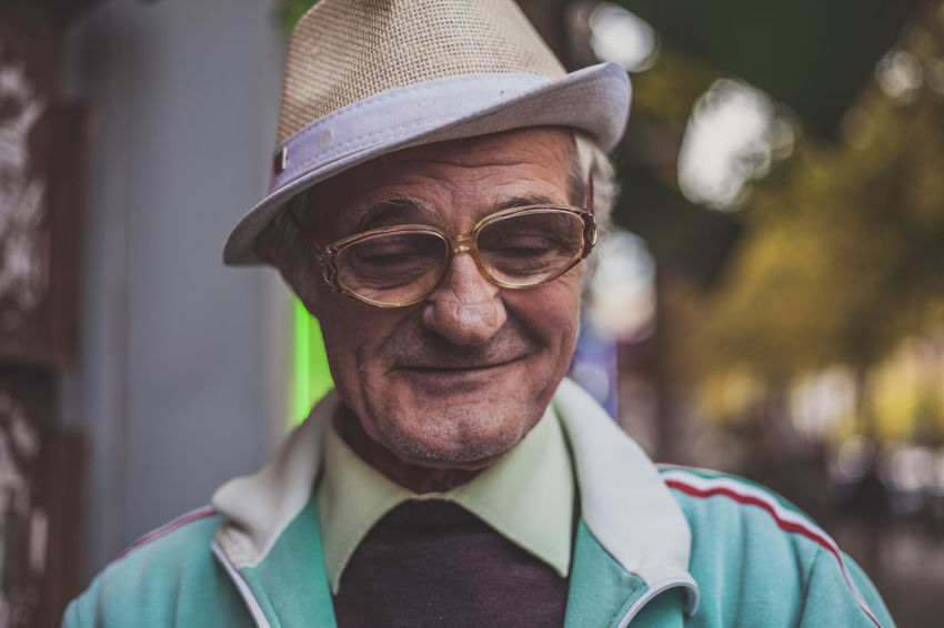 Color Portrait Confidence  Happiness Head And Shoulders Human Face Leisure Activity Lifestyles Looking At Camera Person Portrait Real People Smiling Streetphotography Streetportrait