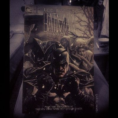 It's Christmas Eve so what better graphic novel to read at this time than Batman: Noel by Lee Bermejo. Hope you all have a great Christmas and the big fat guy in the red suit spoils you rotten :) Batman Noël Christmas Santa Geek Gamer Batfamily FamilyOfBats BatFan BatGeek Batmanfamily Graphicnovel